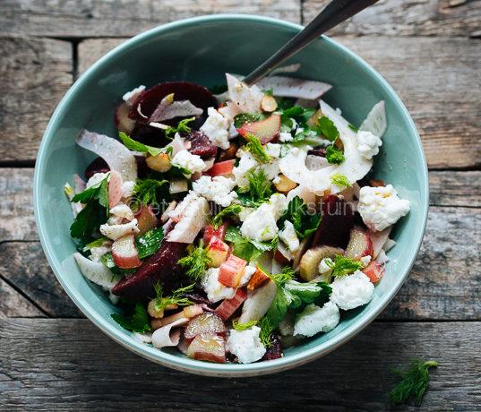 Salade met bietjes en rabarber
