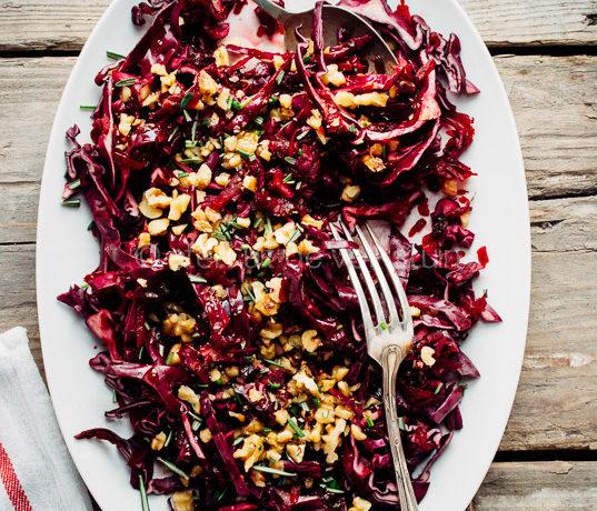 Vegan rode kool salade met bieten