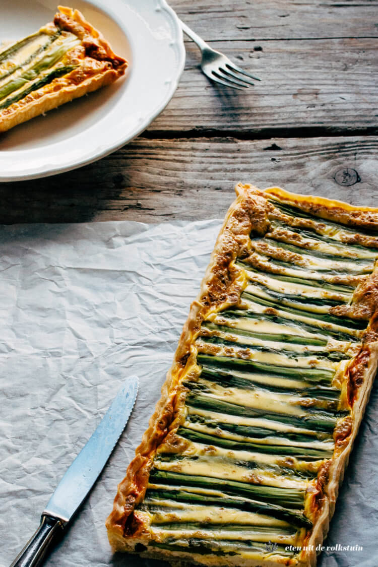 Hartige taart met asperges