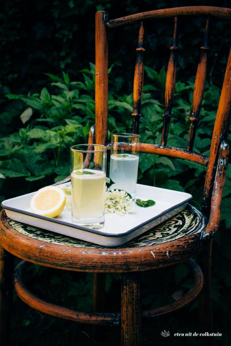 Vlierbloesemdrankjes met citroensap, ginger ale of tonic