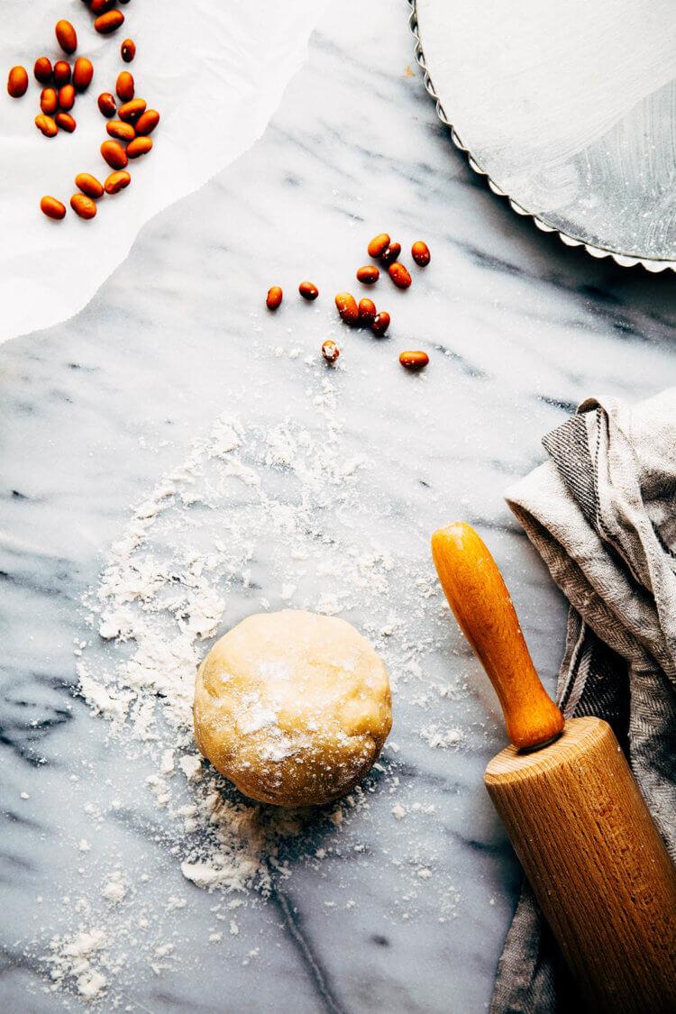 Deeg voor hartige taart met lentegroente