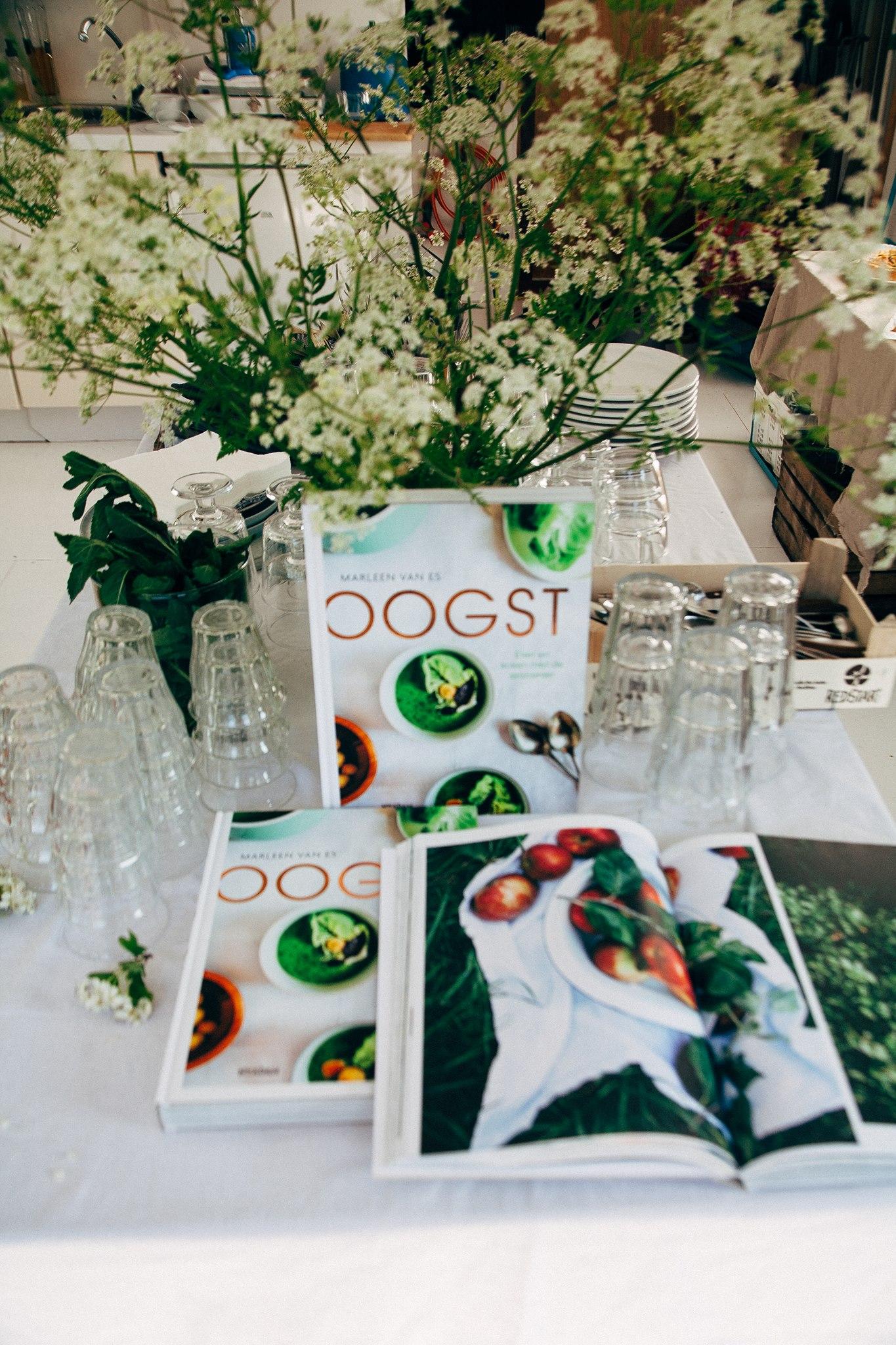 Kookboek OOGST ligt in de winkel!