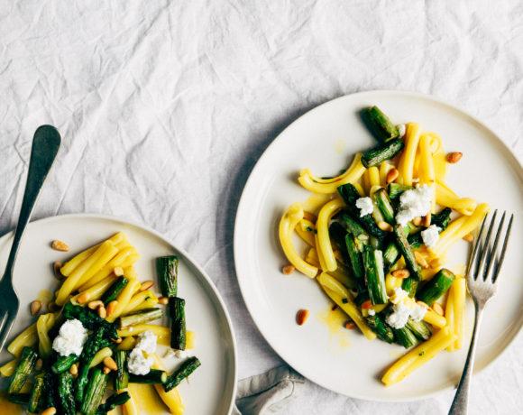 Pastasalade met asperges en saffraan