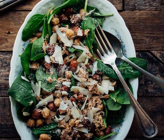 Salade met borlottibonen, spinazie en tonijn